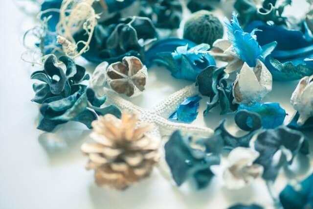 青い花びらのデコレーション2