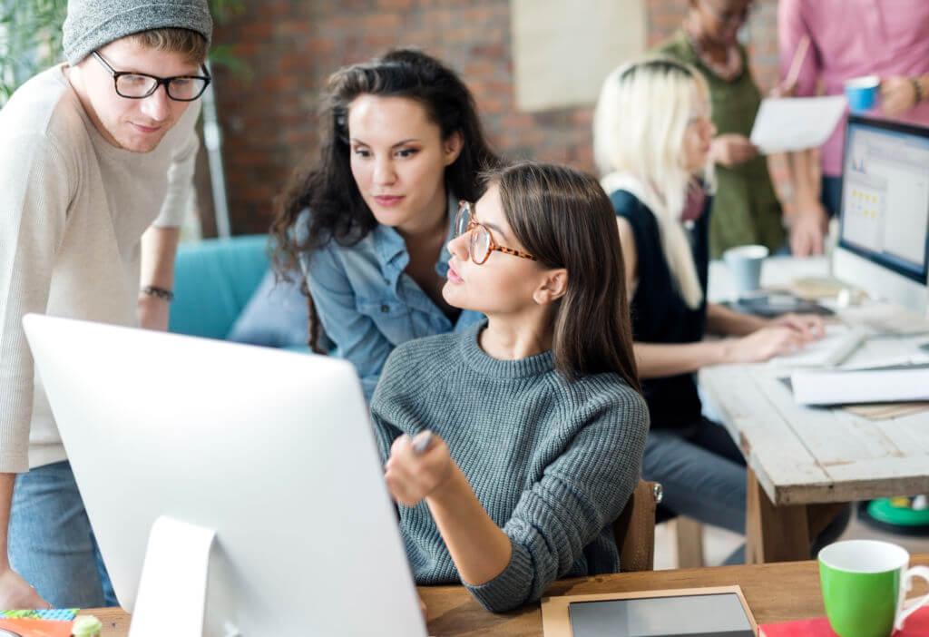 新人デザイナーがいきなり新卒フリーランスになるのは危険!独立前に会社員として働いた方がいい理由10