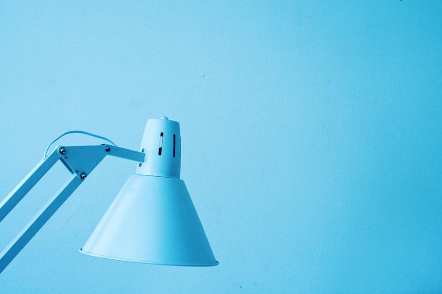 青い部屋と青いライト