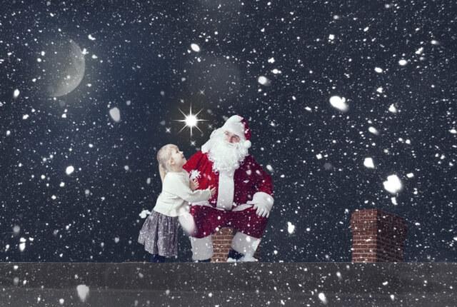 雪の中のサンタさんと女の子
